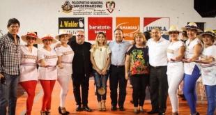 """Directivos y artistas durante el acto de inauguración del ciclo """"Sanber Cultural""""."""