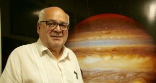 Blas Servín, profesor del Centro Astronómico Bicentenario, habló del eclipse de luna.
