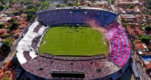 Así como están las cosas, si no llegan a un acuerdo los directivos, finalmente el clásico del fútbol paraguayo  se diputaría como siempre en el Defensores del Chaco. (Foto Archivo)