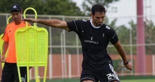Roque Santa Cruz recibió una oferta de 14 millones de dólares para ir a Arabia Saudita, pero el delantero decidió quedarse. (Foto Prensa Olimpia)