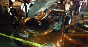 Los ocupantes del vehículo quedaron atrapados entre los hierros retorcidos. Foto: Despertar Juvenil.