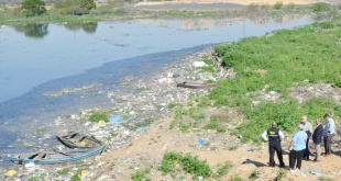 El emblemático Arroyo Mburicaó está muy contaminado por los desechos que llegan a sus cauces.
