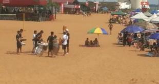 En la playa deja tu historia, no tu basura. Es el lema con el que están advirtiendo a los turistas a mantener el orden y la limpieza.