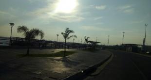 Para Asunción, se prevé un día cálido, cielo mayormente nublado, vientos variables, luego del sur, precipitaciones con tormentas eléctricas.