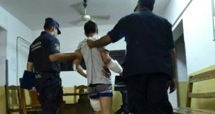Momentos en que los intervinientes asistieron a uno de los heridos durante el brutal ataque.