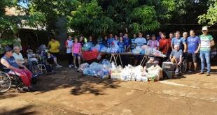 Momento de la entrega de los productos de limpieza, higiene y alimentos al Hogar de la Anciano San Francisco de Asís.