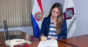 La agente fiscal de la Unidad N° 2 de Ñemby Claudia Aguilera.