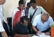 Los nativos firmaron un acuerdo con el presidente del Indert. Foto: Indert.