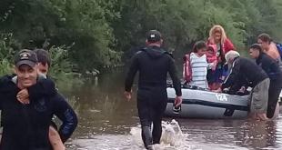 El Sistema Nacional de Emergencias (Sinae), informó que el número de personas desplazadas aumentó a más de 4.500. Foto:  @Armada_Uruguay.