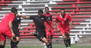 """El Gumarelo disputó dos partidos amistosos ante River Plate de Uruguay. Los titulares comandados por Óscar """"Tacuara"""" Cardozo perdieron 1-0. (Foto Prensa Libertad)."""