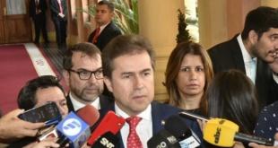 Canciller Nacional, Luis Castiglioni, salió sumamente molesto del Palacio de López.