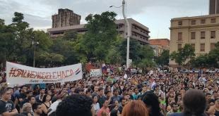 Ciudadanos autoconvocados se manifestaron en la Plaza de la Democracia contra la masiva deforestación.