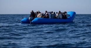 """Uno de los """"gomones"""" con migrantes fue rescatado por una nave de bandera alemana."""