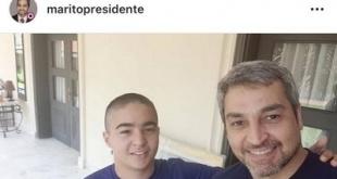 El presidente de la República presentando a su hijo, como nuevo soldado.