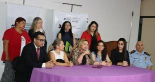 En la mesa de crisis, la ministra de la Mujer, Nilda Romero, y representantes de las instituciones involucradas en las políticas de género.