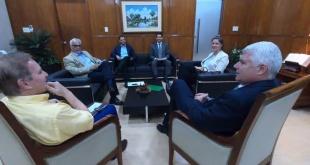 Reunión entre comitivas del MOPC y del MUVH.