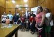 La entrega de los cheques a ocho nuevas familias que optaron por esta compensación, estuvo a cargo del ministro Arnoldo Wiens.
