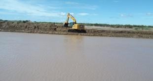 Equipos de la contratista T&C se encontraban en plena tarea de limpieza en la zona de embocadura.