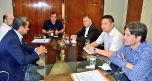 Nicanor Duarte Frutos, director de la EBY, se reunió con Jorge Samaniego, presidente del Grupo Reimpex, para informarle que podrá competir, pero le aclaró que no acepta su propuesta.