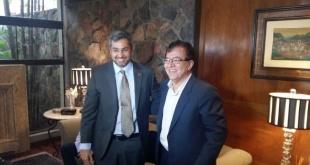 Nicanor Duarte Frutos junto al presidente Mario Abdo Benítez. El primero trata de convencer al mandatario que lo elija para ser el candidato a la titularidad de la ANR por el movimiento Colorado Añetete, afirman.