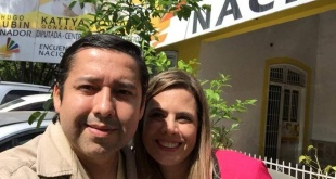 Osmar Ocampos, con la diputada Katty González, ambos son del PEN.
