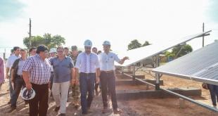 La obra fue financiada por Itaipú y la instalación de los paneles estuvo a cargo de técnicos del PTI. Foto: Presidencia.