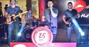 Los invitados pudieron disfrutar de música en vivo con grandes éxitos.