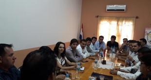 Los miembros de la Amualpa durante una de sus reuniones.