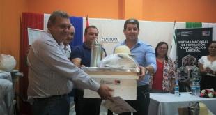 Los beneficiarios del curso recibieron un completo kit de herramientas que les permitirá insertarse laboralmente en el campo de la apicultura.
