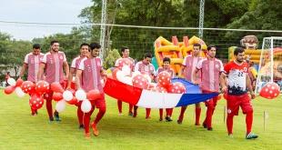 El equipo Paraguay desfilando durante la inauguración del torneo.