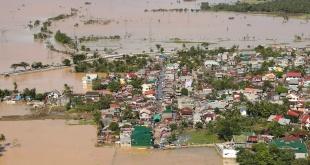 Más de 152.000 personas fueron evacuadas a causa de la tormenta, y al menos 75 resultaron heridas. Foto: @civildefensePH.