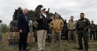 El presidente Donald Trump durante su visita a la frontera con México.