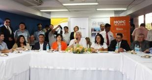 El encuentro fue presidido por el Ministro de Obras Públicas, Arnoldo Wiens y la Ministra de la SENATUR, Sofía Montiel de Afara.
