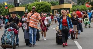El Alto Comisionado de las Naciones Unidas para los Refugiados (ACNUR), señaló que entre 5.000 y 5.500 personas abandonan cada día Venezuela con destino a Colombia.