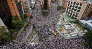 Los venezolanos ya no aguantan más la dictadura de Nicolás Maduro y copan las calles de Caracas, pidiendo que entregue el poder.