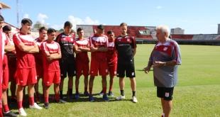 Eduardo Rivera fue presentado como entrenador y comenzó a poner en funcionamiento al plantel. Foto: @CA3F.