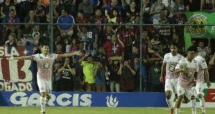 Con este resultado, San Lorenzo suma 18 puntos y se apodera de la punta del campeonato. Por su parte, Cerro Porteño se queda con 14 puntos. Foto: César Olmedo - ADN Paraguayo.