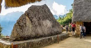 La Roca Sagrada está amenazada por colonias de microorganismos que destruyen granito.