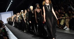 Final del fashion show. Negro, el color favorito de Alberta Ferretti, la diseñadora milanesa un ícono de moda que nunca defrauda en el fashion week.