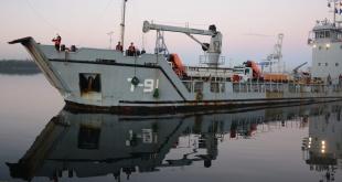 """La nave """"Los Frailes"""" arribando al puesto de La Habana."""