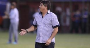 """Pedro Sarabia dejó la dirección técnica de Luqueño y en su reemplazo asumió Roberto """"Tiburón"""" Torres."""