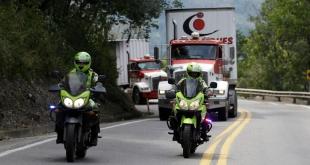 El convoy de 10 camiones con 100 toneladas de alimentos y medicinas espera cruzar el puente binacional Tienditas.