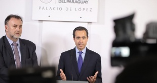 El Banco Mundial sugiere al gobierno transparentar totalmente sus gestiones como parte de la lucha contra la corrupción. En la foto, el vicepresidente del Banco Mundial, Jorge Familiar, acompañado de Benigno López, ministro de Hacienda.