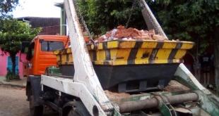 Durante el procedimiento se constató el vertido de residuos sólidos de restos de materiales de construcción, al cauce hidrico.