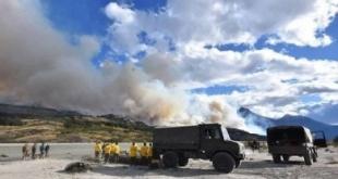 En este sentido el Ejército chileno reforzó este miércoles su contingente en la zona de inundaciones en el norte y de incendios en el sur. EFE/teleSUR - SH