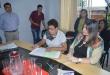 Clara Emilsa Espínola de Dreier (ANR), nueva jefa comunal del distrito de Nueva Toledo, firma los documentos de rigor.