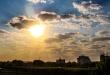 Para Asunción, se pronostica un día Cálido, cielo mayormente nublado, vientos del sur.