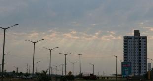 Para Asunción, se prevé un día cálido a caluroso, cielo parcialmente nublado a nublado, vientos del sureste, luego variables.