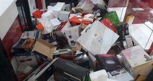 Una gran cantidad de cajas vacías fueron encontradas en el lugar allanado.