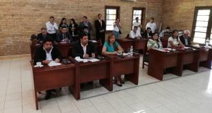 Sesión de la Junta Municipal con sus dos nuevos miembros, ayer.